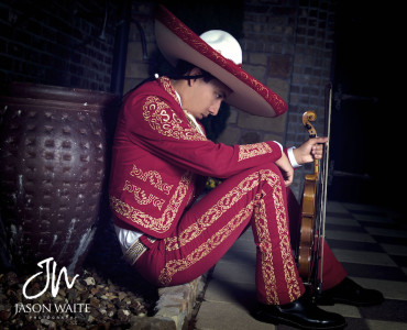 grand-prairie-senior-portraits-mariachi